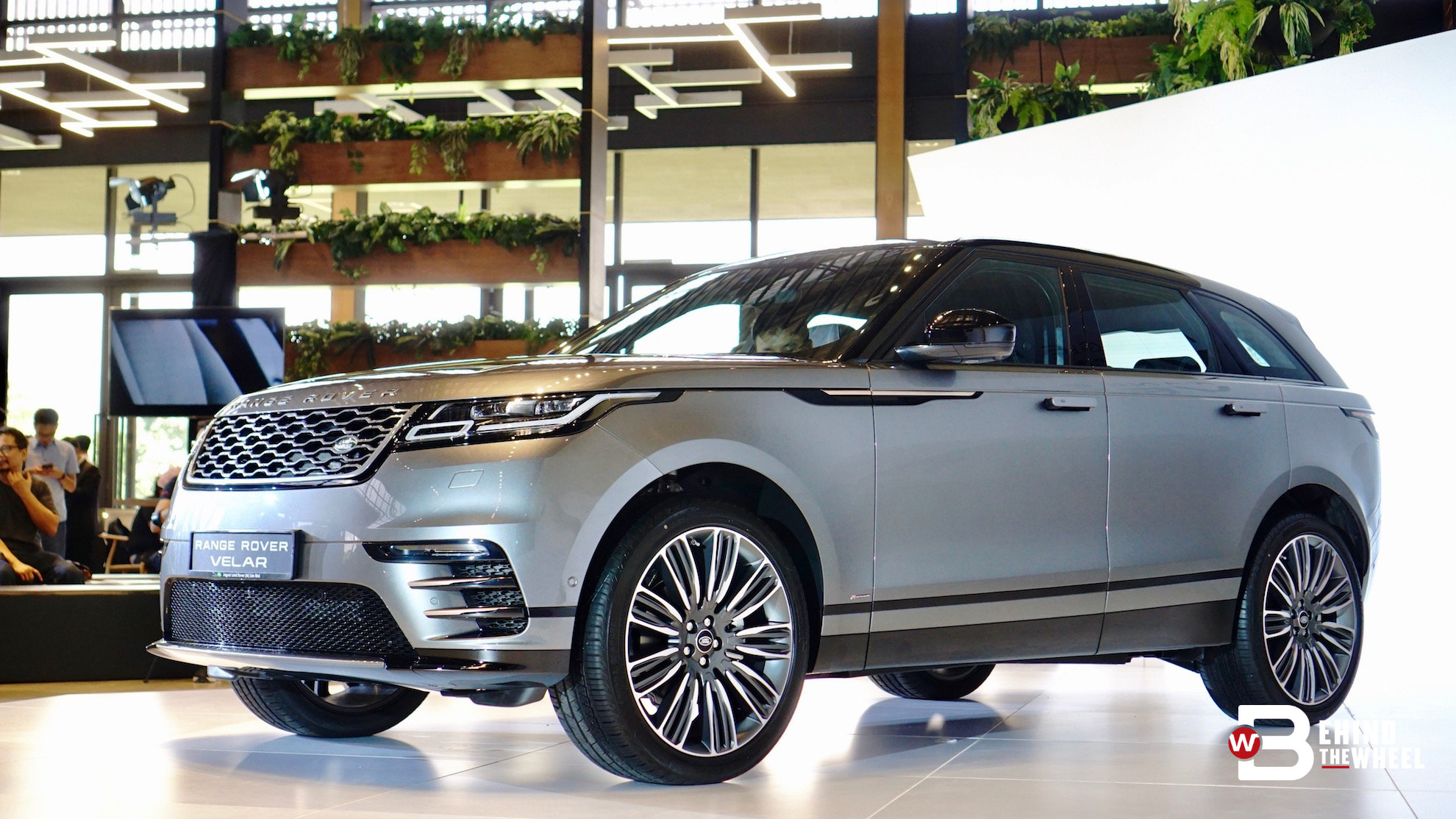 range rover velar has successfully turned all other suvs into uglies