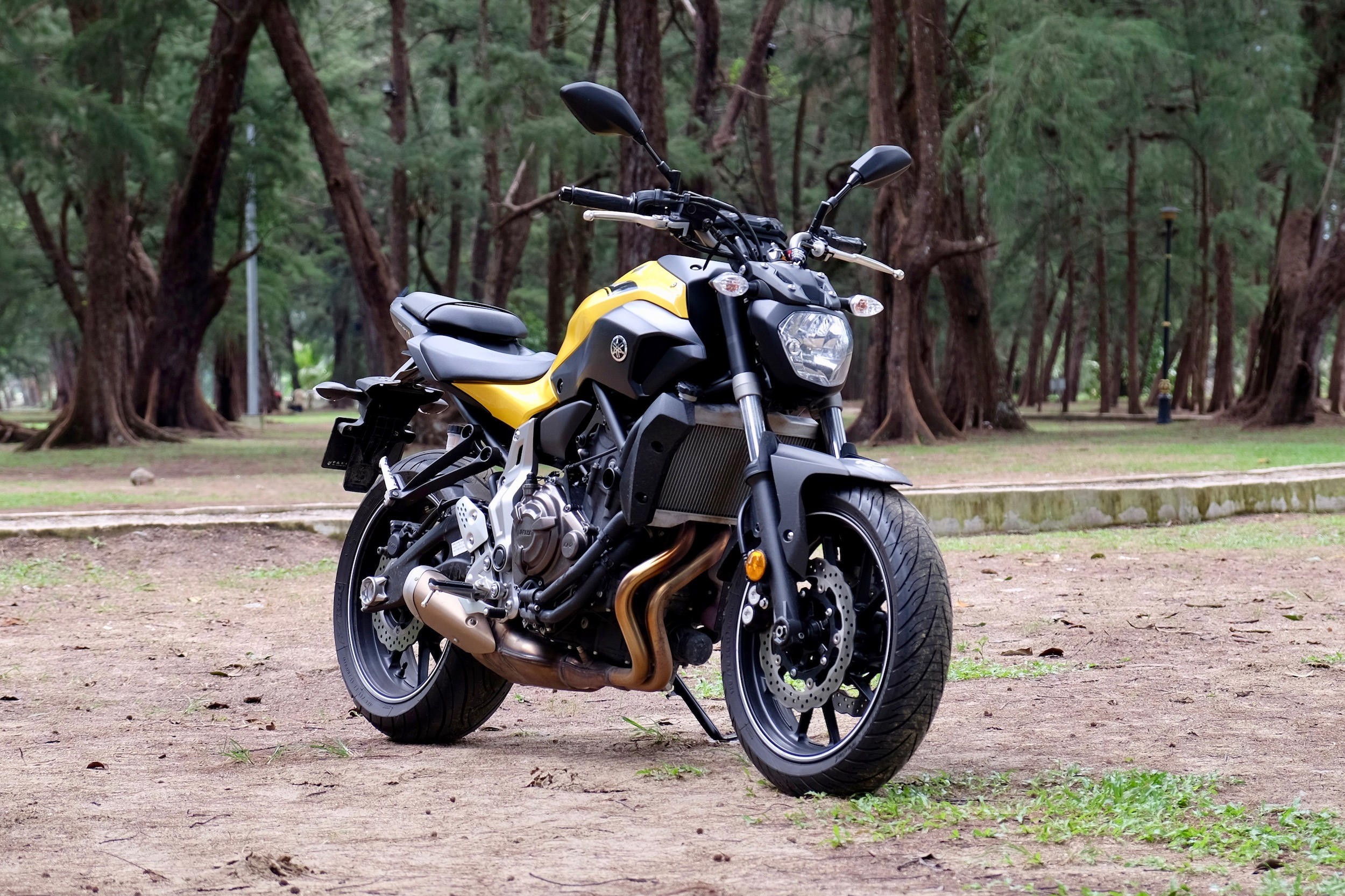 yamaha mt 07 review light in weight and on the pockets. Black Bedroom Furniture Sets. Home Design Ideas