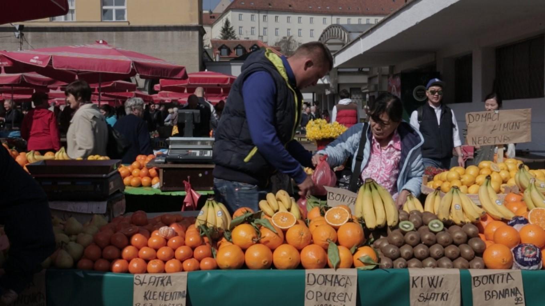 Pasar pagi di tengah bandar Zagreb.