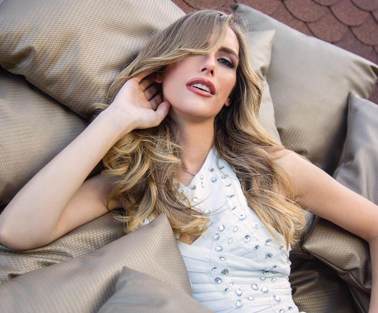 Menewaskan semua peserta Miss Universe Sepanyol yang lain.