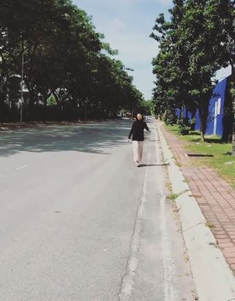 Sarah terpaksa berjalan kaki selepas ditinggalkan di tepi jalan