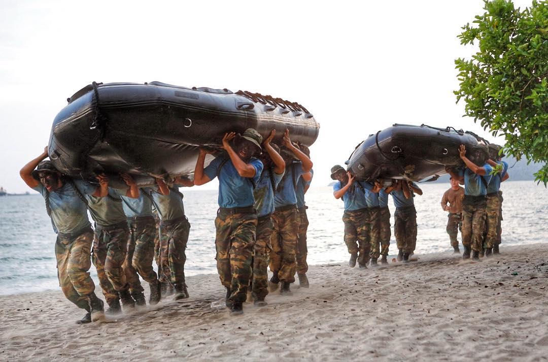 Latihan bukan untuk orang biasa-biasa. Fizikal dan mental kena kuat.