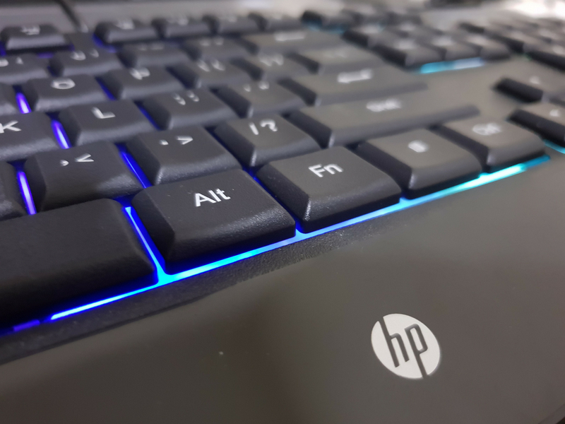 Terdapat sedikit tekstur pada permukaan keyboard.