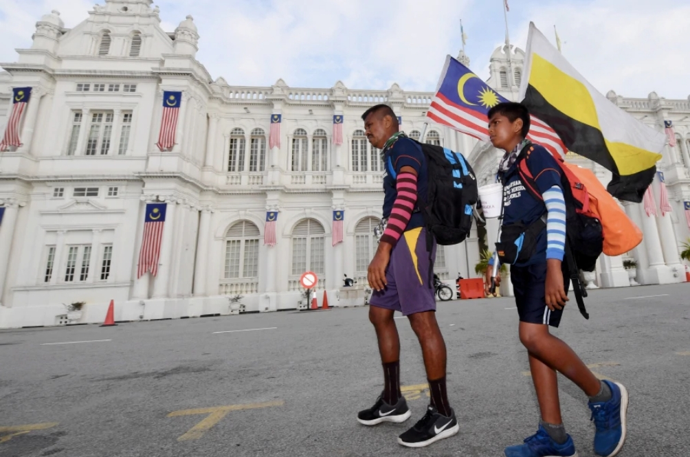Meet The Patriotic Father And Son Who Are Walking 1,400km From Johor To Perlis
