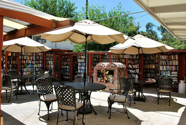 Isn't this just the perfect setting for an outdoor bookshop?